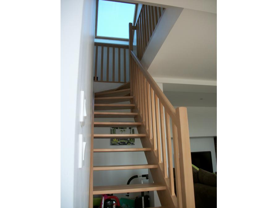 Escalier bois avec quart tournant dans la partie supérieur