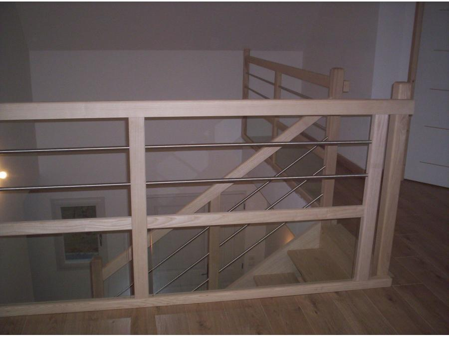 Rambarde bois et acier en prolongement de l'escalier