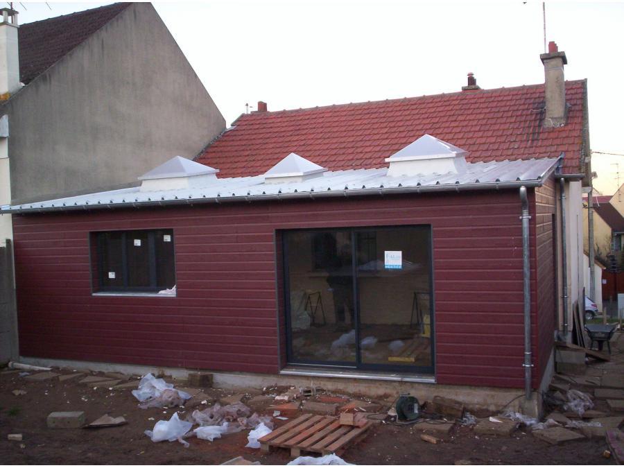 Maison après travaux, avec extension en ossature bois et bardage composite